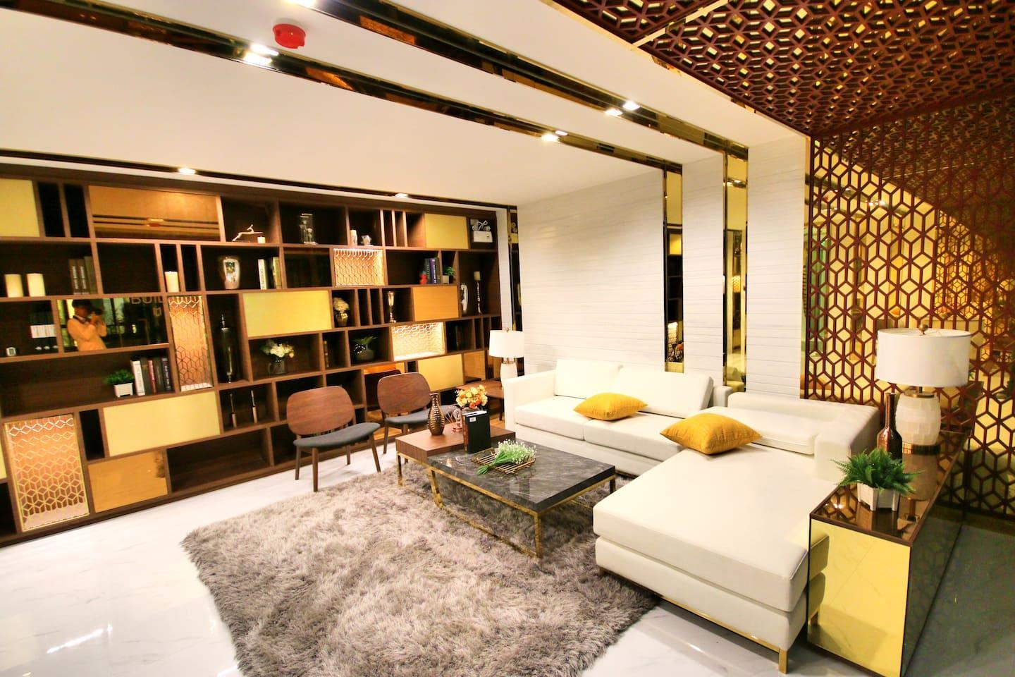 Just 7 mins from Subway in new CBD area!!