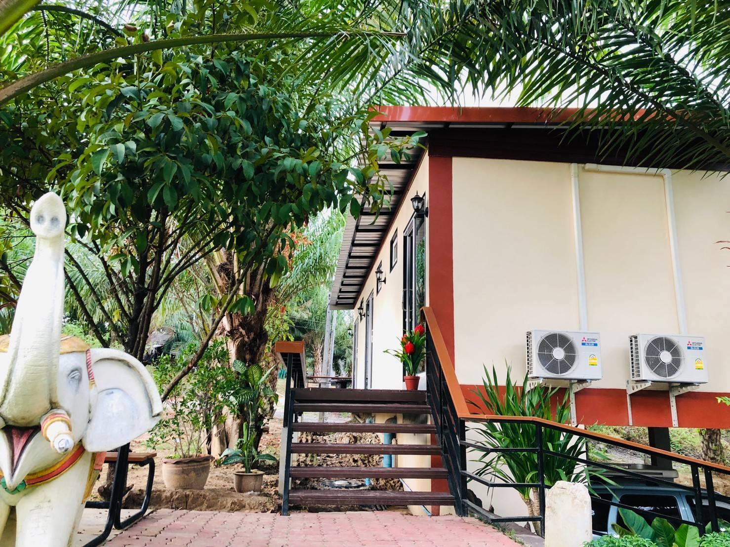 SookKaMol Resort วิลลา 4 ห้องนอน 1 ห้องน้ำส่วนตัว ขนาด 40 ตร.ม. – บ้านในช่อง