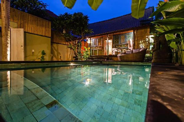 Private Joglo with pool heart of Seminyak