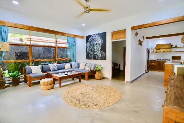 Stylish,spacious and relaxing Malolo Villa