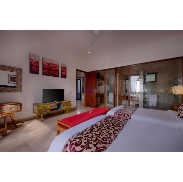 5BR Luxury Infinity Pool Villa Beach Front B'Fast