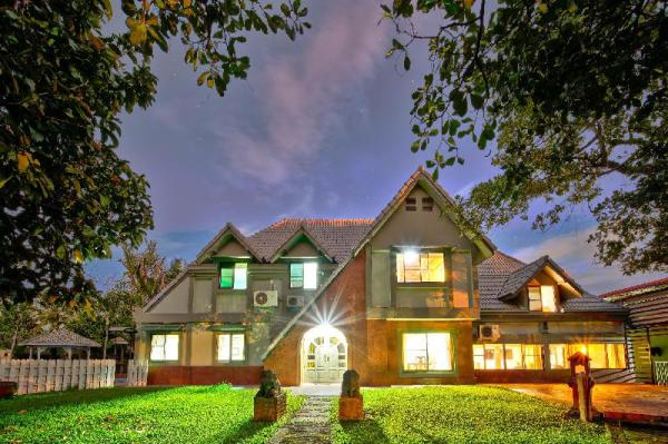 4000 Sqm  Garden Villa, 2 Swimming Pools, 5 Rooms Chiang Mai