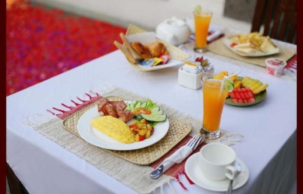 2BR Romantics Dining Setup for Honeymoon Couples