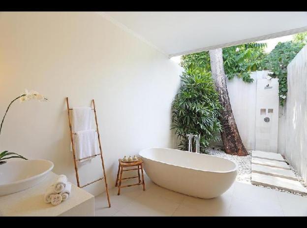 2BR Total luxury  Huge Tropical Outside Bathroom