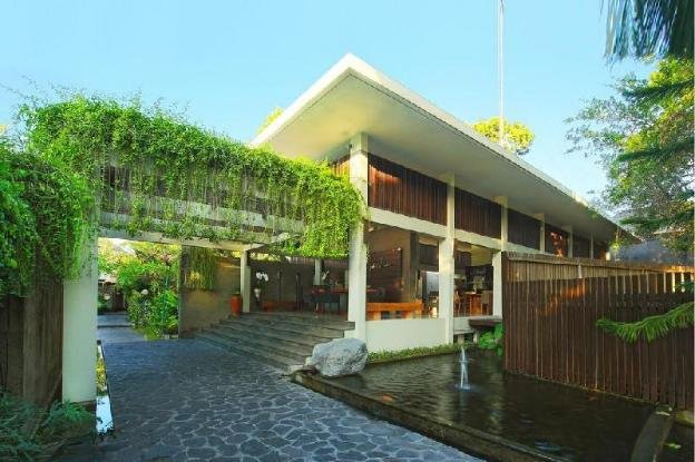 3BR Villa Features a Private Pool and Kitchen