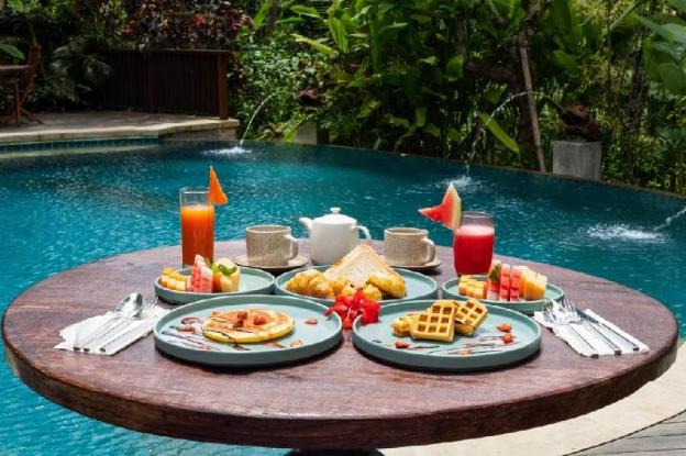 1 BR Deluxe Room with Pool View-Breakfast
