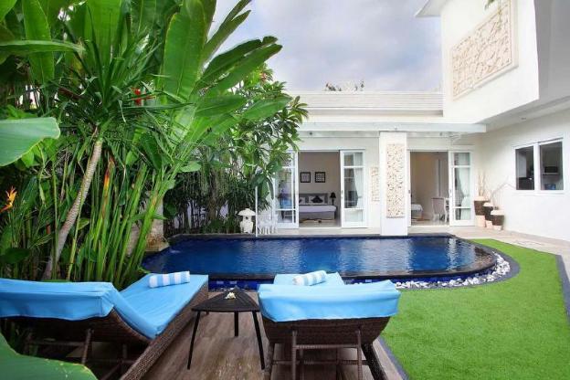 Spacious Villa with Private Garden & Pool