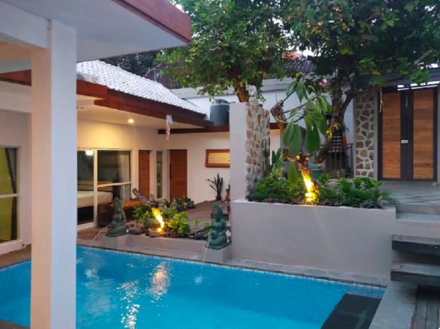 Contemporary Villa with Private Pool