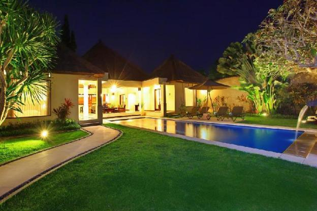 Lavish Villa for Large Family Groups + Kitchen