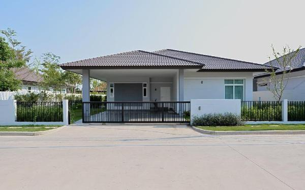 Luxury modern house  with quiet environment. Pattaya