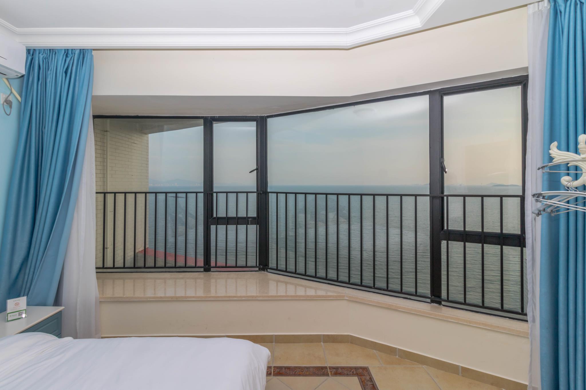 180 Degree Frontline Sea View Room