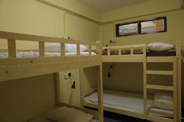 บ้านเดี่ยว 1 ห้องนอน 0 ห้องน้ำส่วนตัว ขนาด 20 ตร.ม. – รัชดาภิเษก – Midsummer Night Hostel Mix Room 4 beds