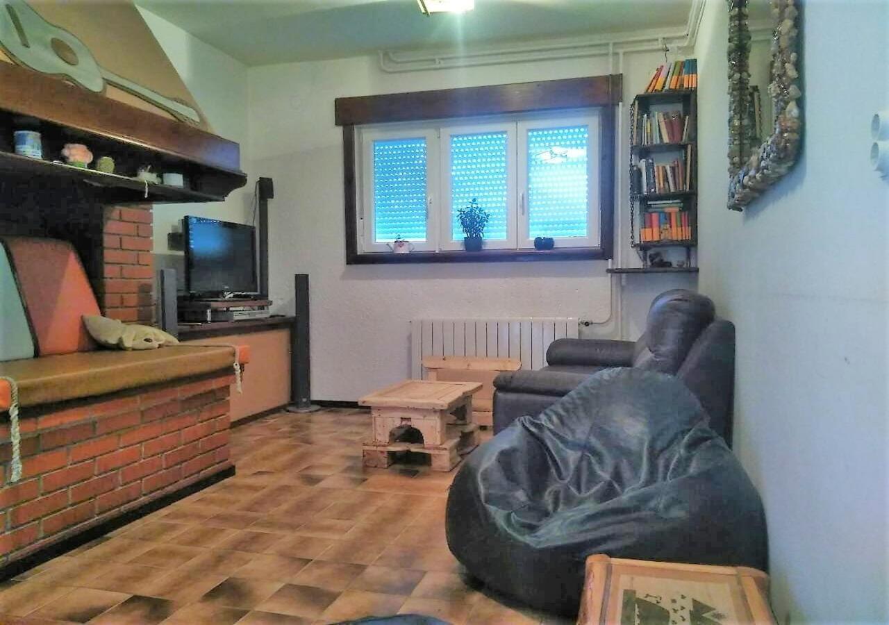 Rustic Apartment In Suburb Setting