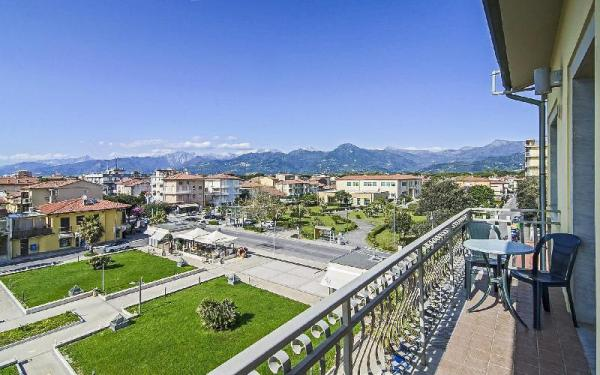 Family Room With Private Bathroom Lido Di Camaiore Italy Booking And Map