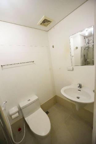 picture 2 of Budget 1BR Light Residence Boni MRT EDSA DSL WIFI