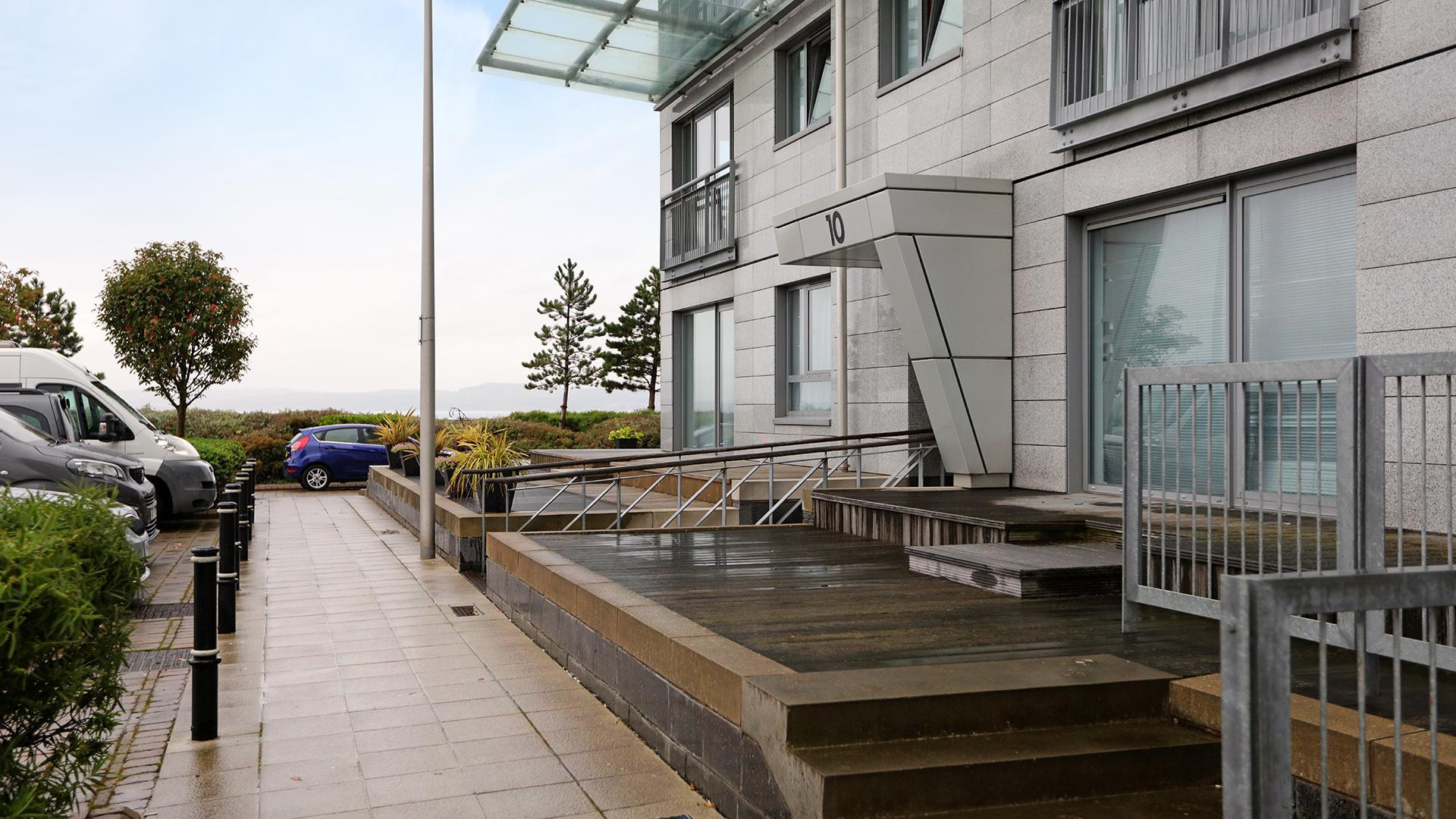 Review Spacious Waterfront Penthouse