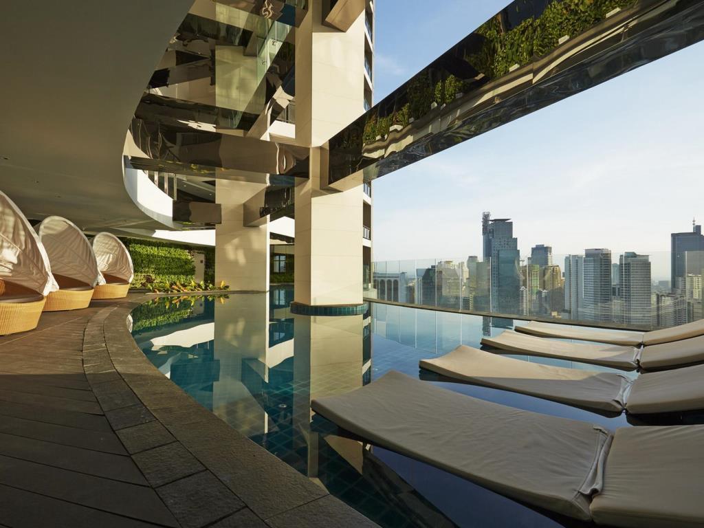 Stunning Studio With Overlooking View