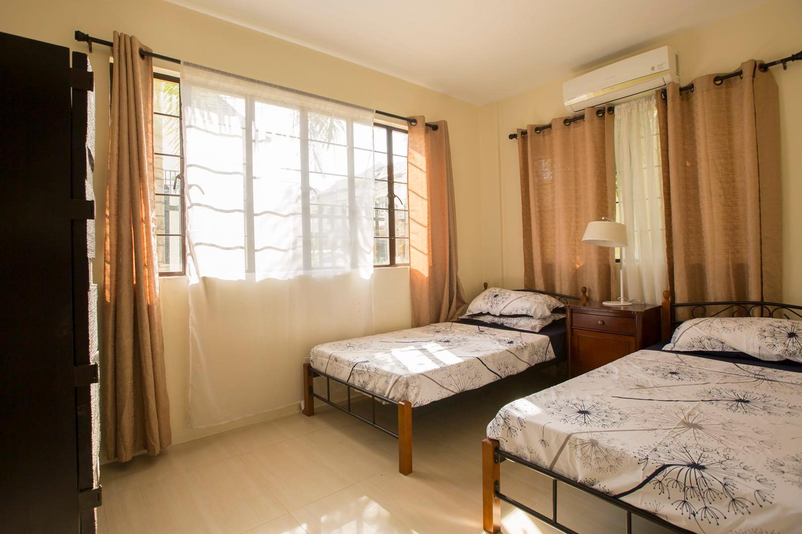 Xixili JoeandFlo Double Bed Room 2