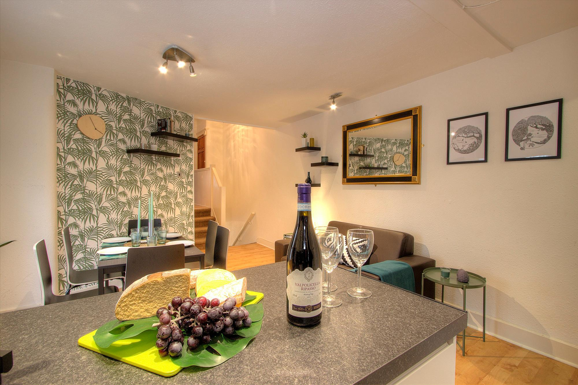 3 Bedroom Apartment in London #QP Discount