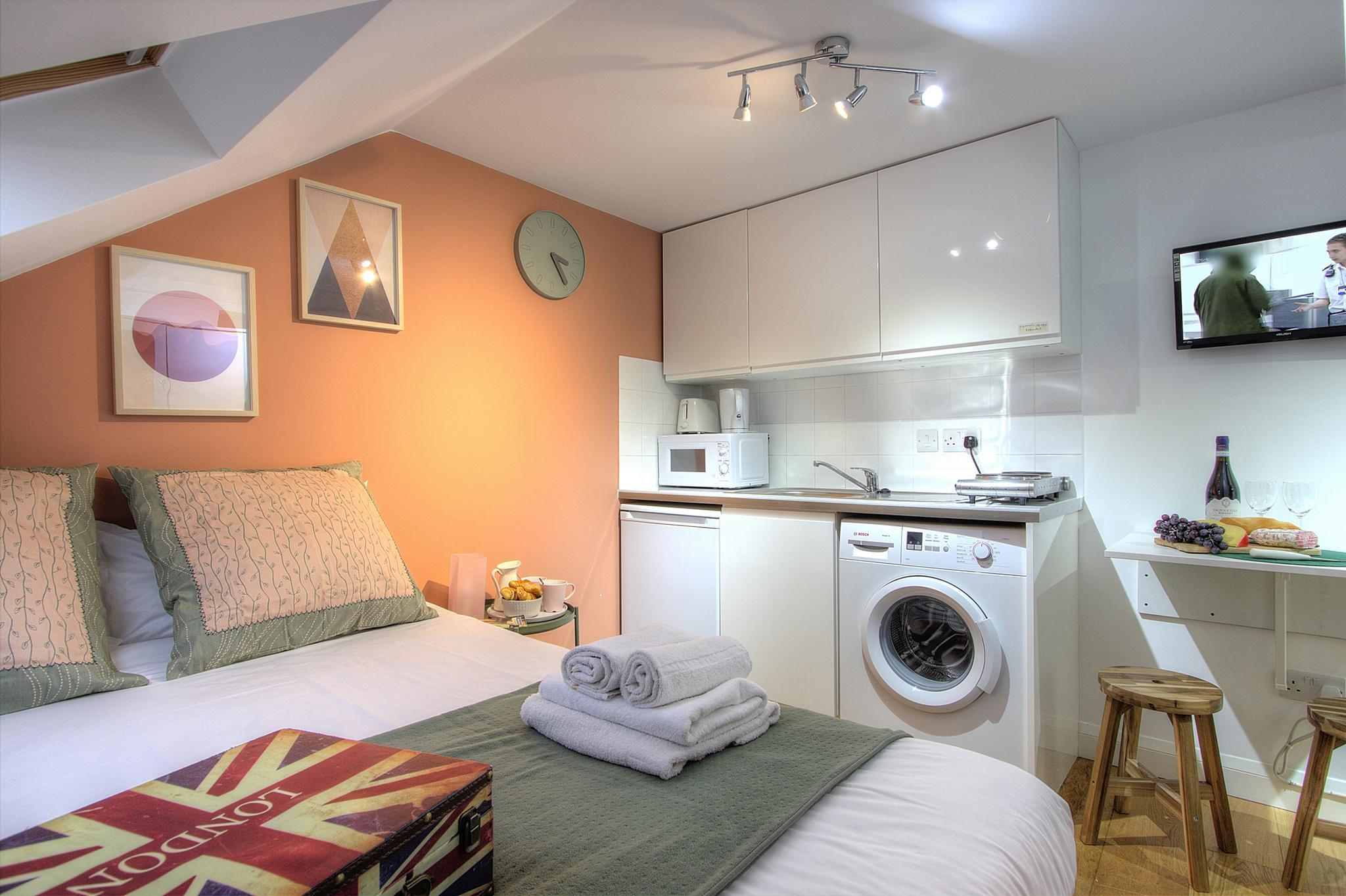 Hotel Review: Private Studio Close to Metro #R7 – Room Prices, Pictures & Deals