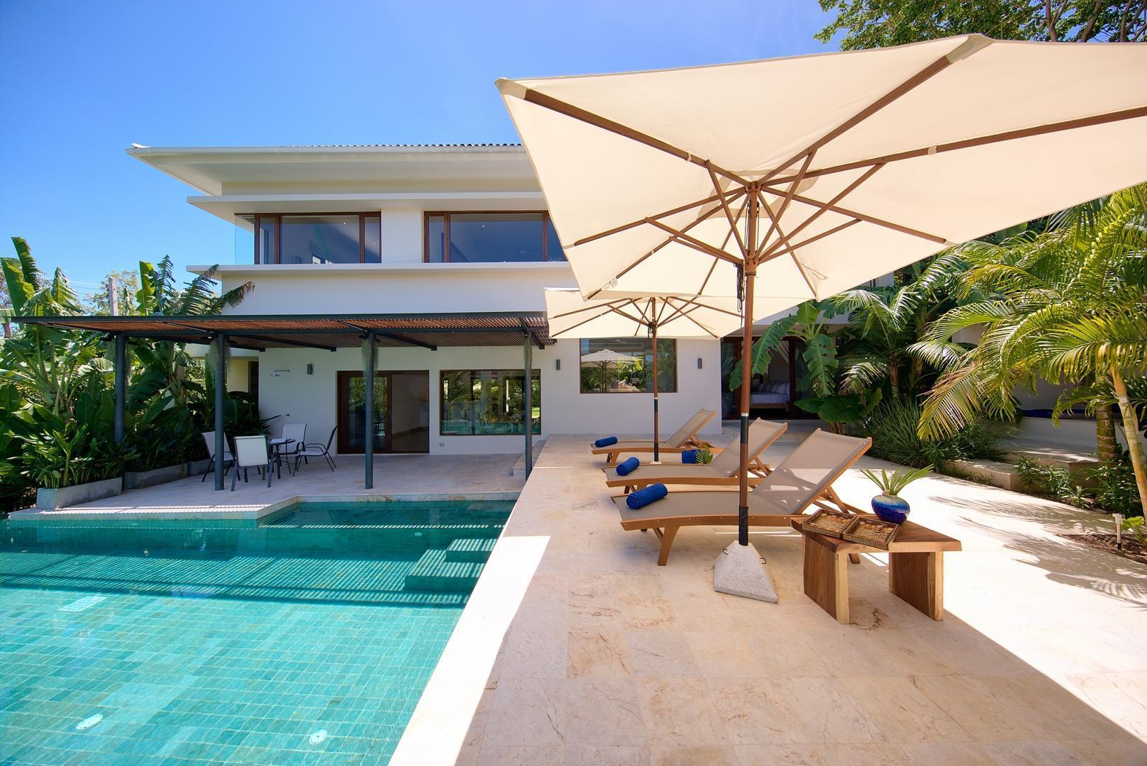 Villa Santika 5 BDRM Private Pool / Atmosphere Villa Santika 5 BDRM Private Pool / Atmosphere