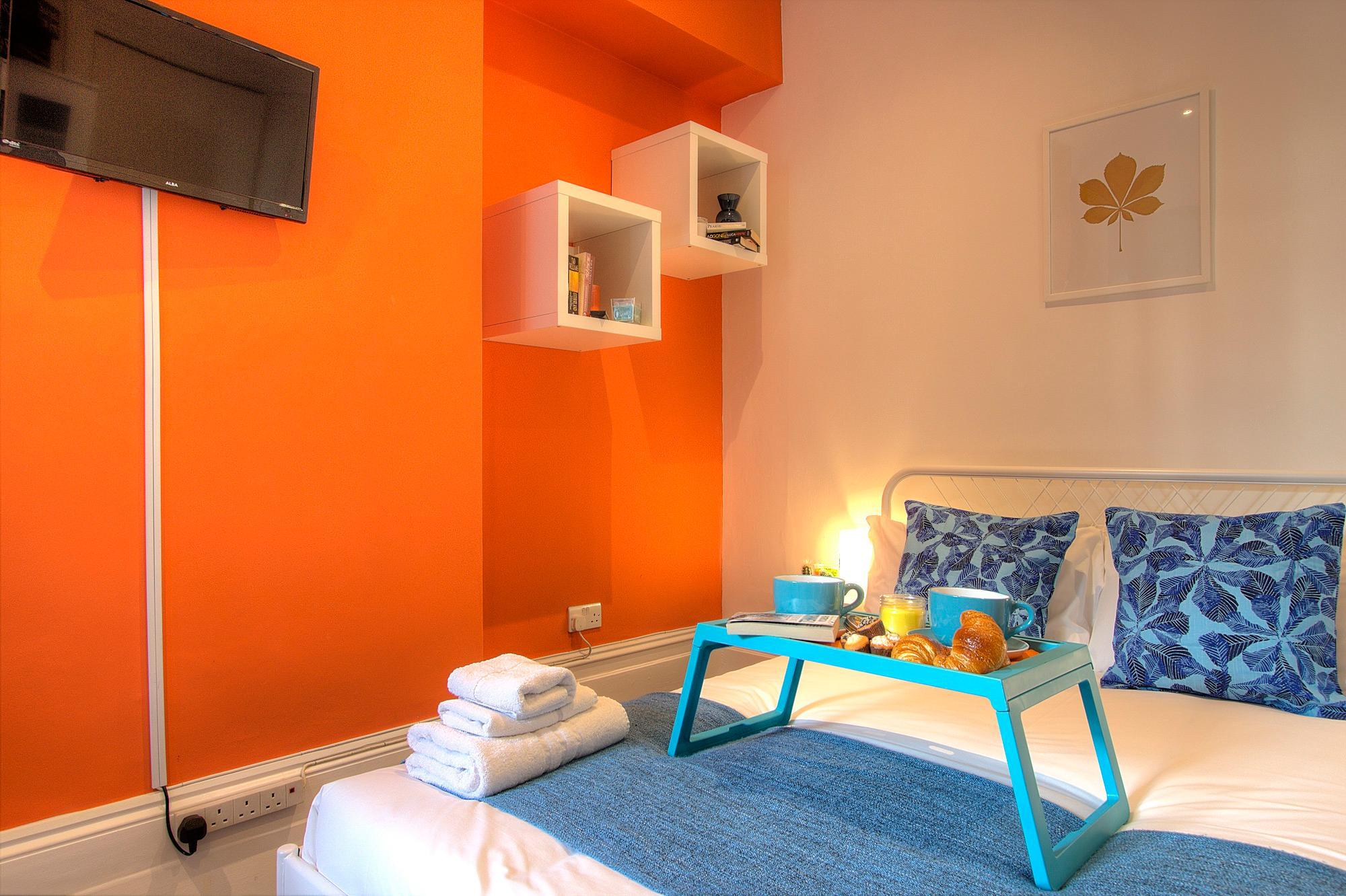 Price Studio close to central London #RED B