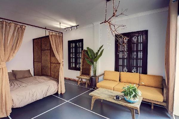 GoodVibes03-Balcony Room in Food street,Hoan Kiem  Hanoi