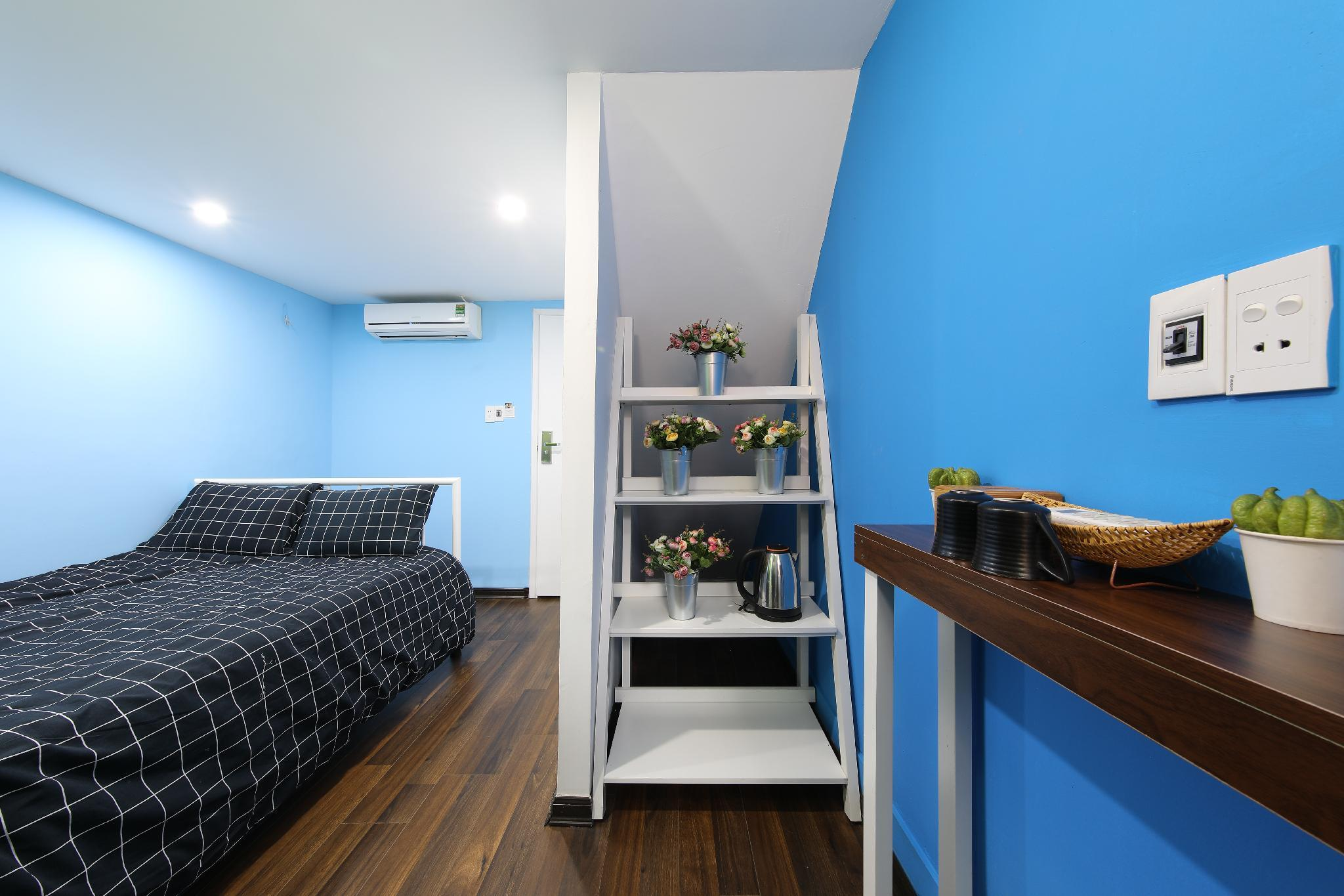 BLUE PRIVATE ROOM 100m To Hanoi Train Station