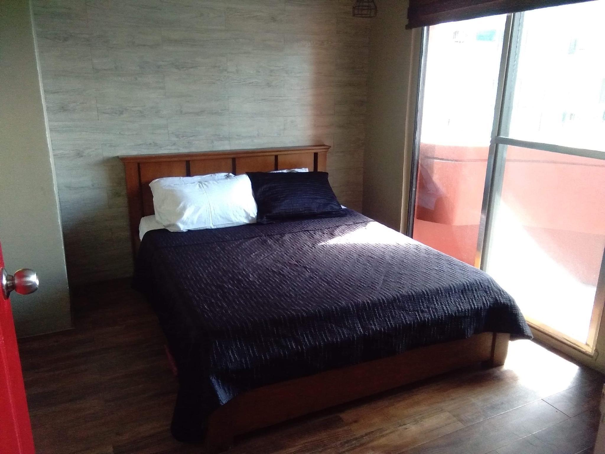 Poblacion Renovated Flat Sleeps 4