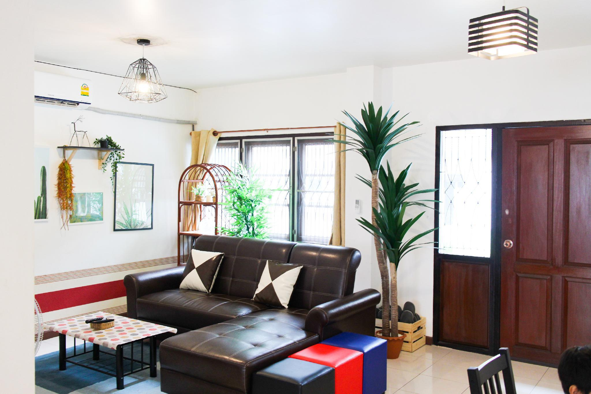 7min to Asoke, Terminal21 on foot! 4BR House! 7min to Asoke, Terminal21 on foot! 4BR House!