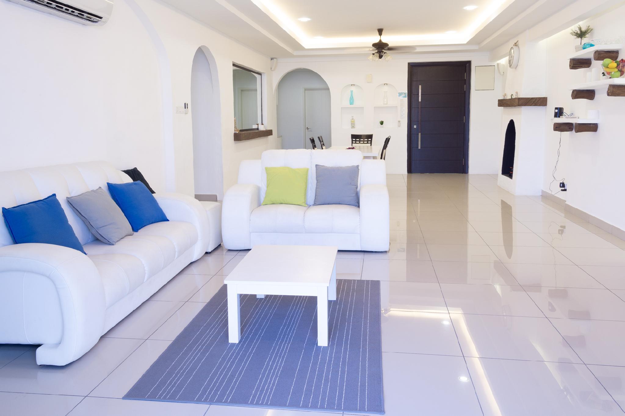 Santorini Seaview Holiday Home @ Queensbay