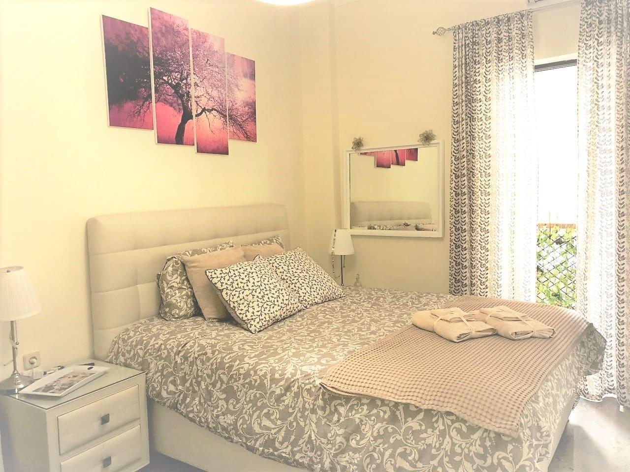 Theano's Cozy And Quiet **Lux** Central Flat   Wifi