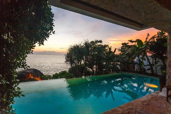 Cape Kata - Oceanfront pool villa with chef  Phuket