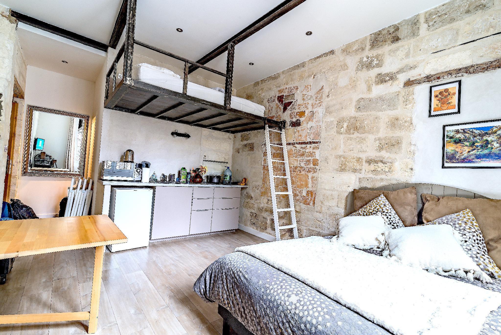 Studio Near Pont d'Avignon & Palais des Papes P1