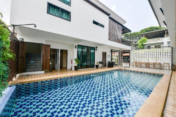 Ivory Light Modern 9BR Pool Villa 2km to Beach Pattaya