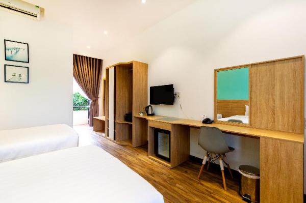 Twin room with FREE and SPACIOUS parking place  Ho Chi Minh City