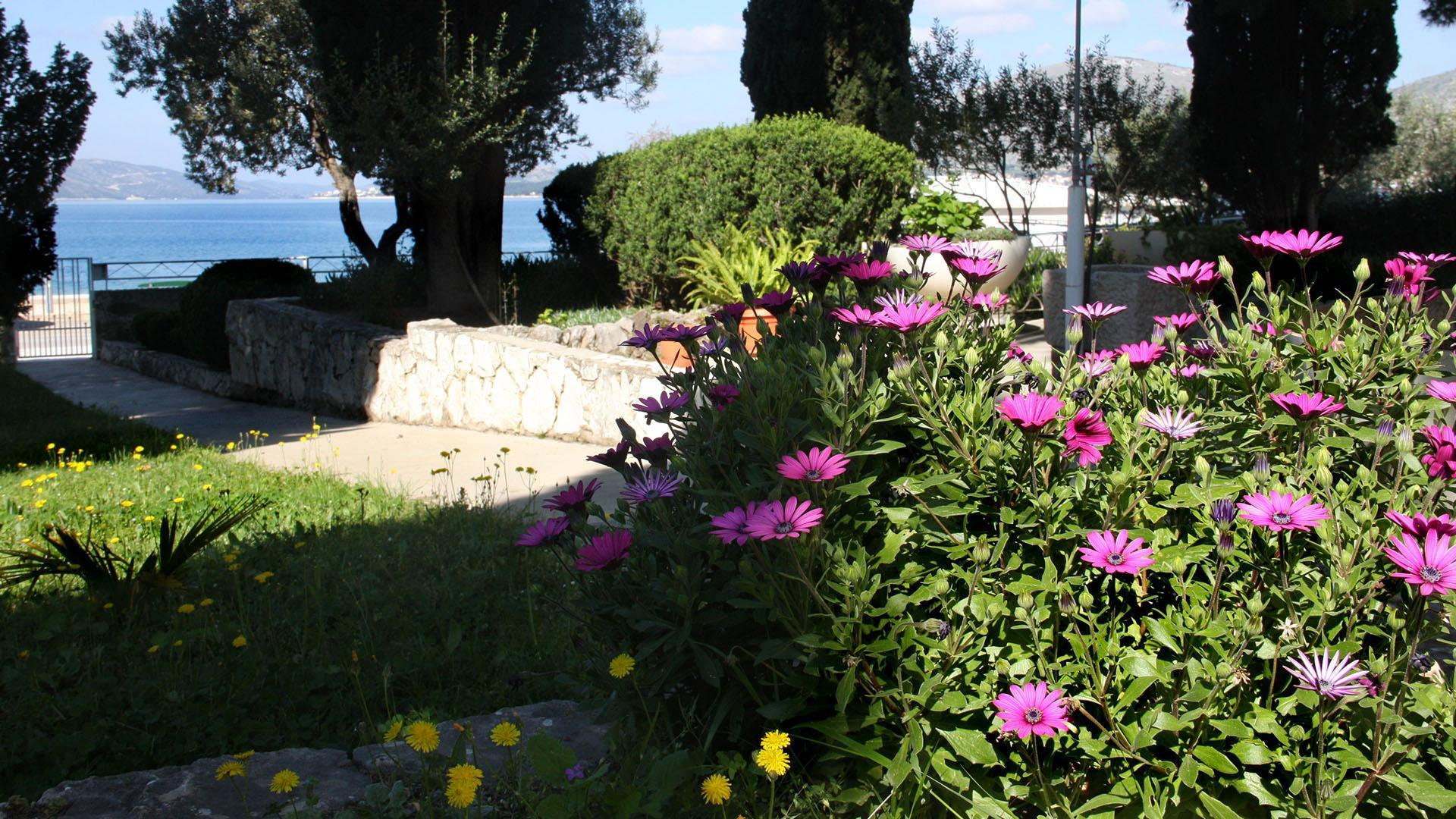 Luxurious Seaside Villa Stone   EOS CROATIA