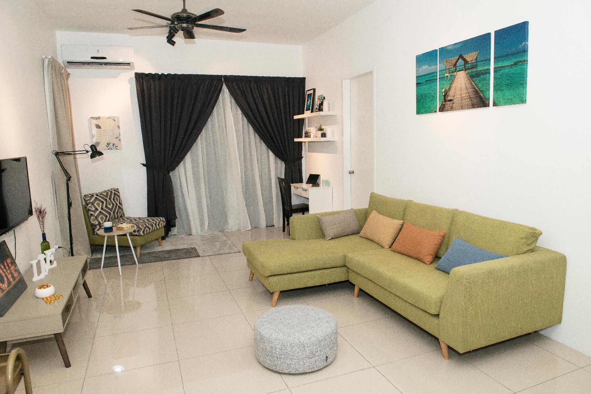 Spacious Cozy Mahkota Impian Services Apartment