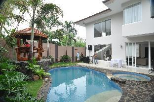 picture 1 of Luxurious Home Suite near BGC