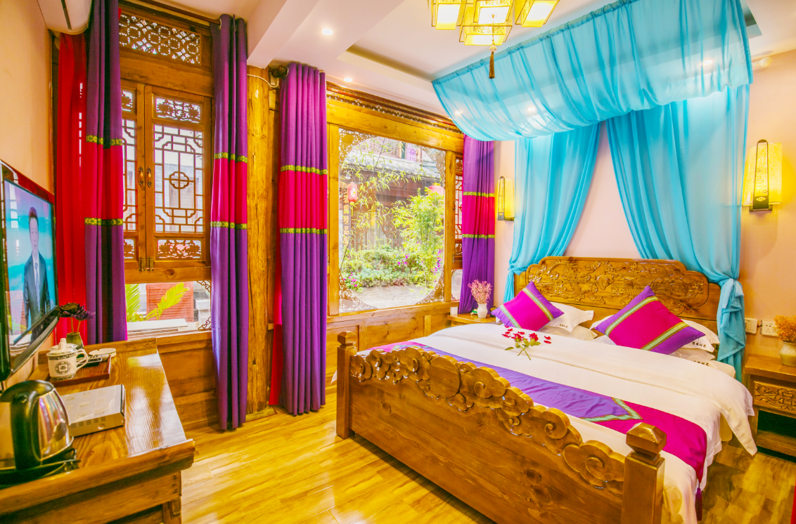 Pink Beauty Bed Room In Lijiang Ancient City