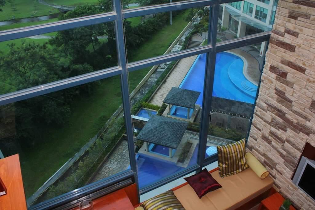 Amazing View 2BR Loft Type @ BGC   Burgos Circle