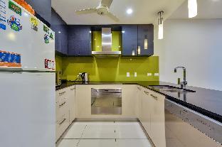 Chic City Centre Apartment for 4 Darwin Northern Territory Australia