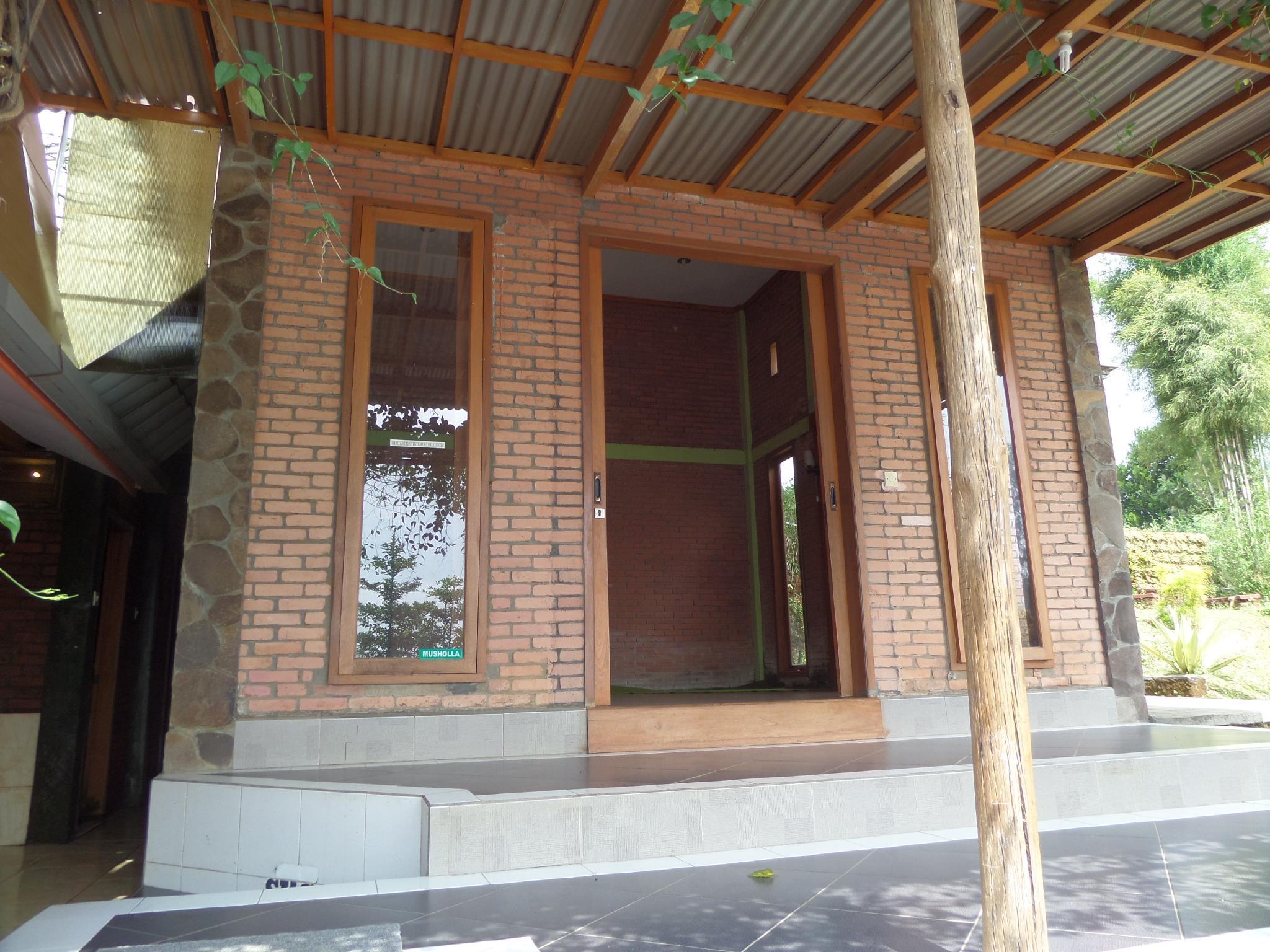 Triple Room Of Istana Petani Sapikerep