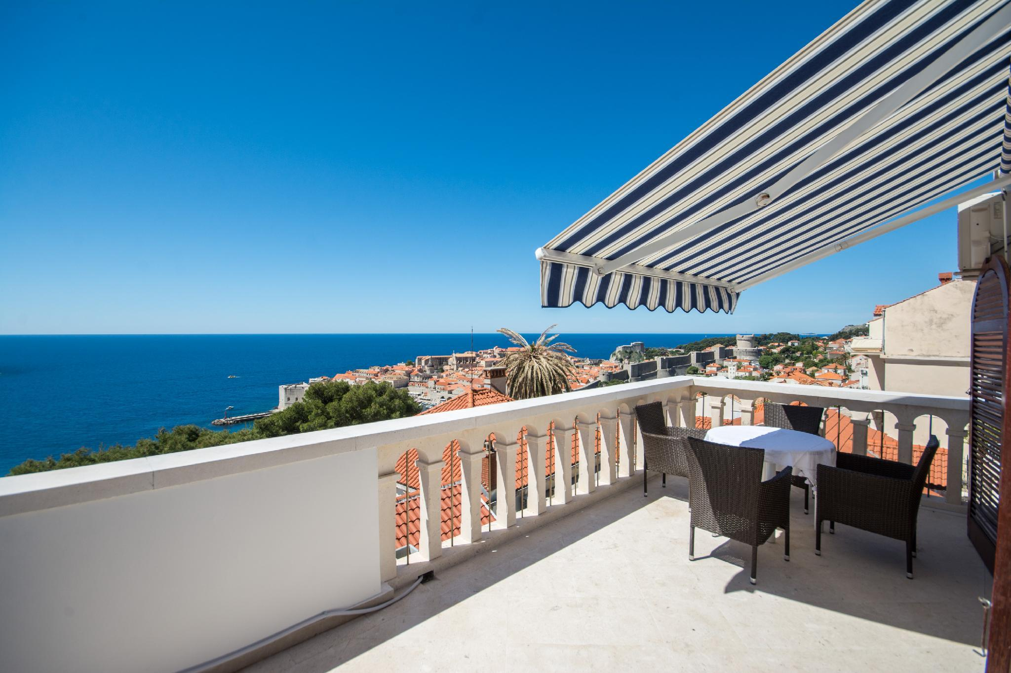 Luxury Two Bedroom Apartment With Terrace