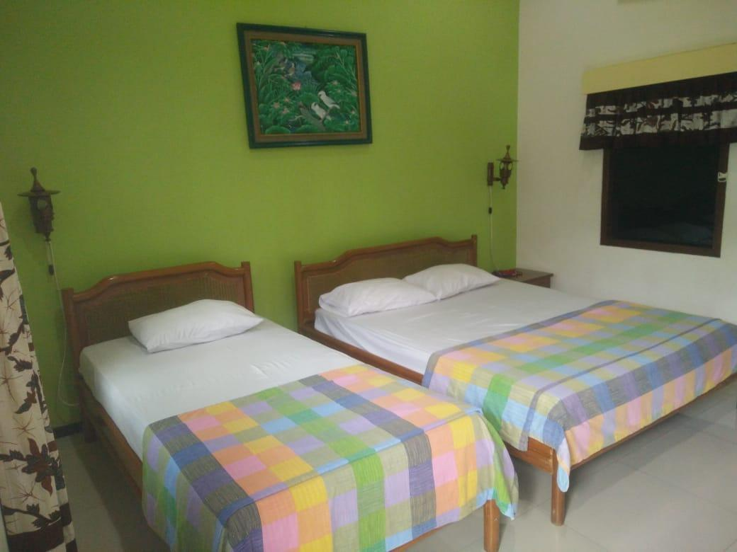 Superior Room For 3 Pax Near Cyber Mall Malang