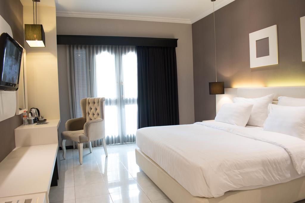 Superior Double Room At Jl. KH Agus Salim