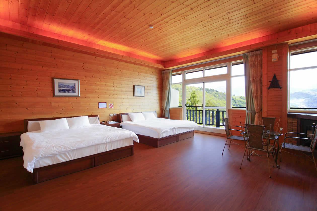 Luxury Quad Room 101