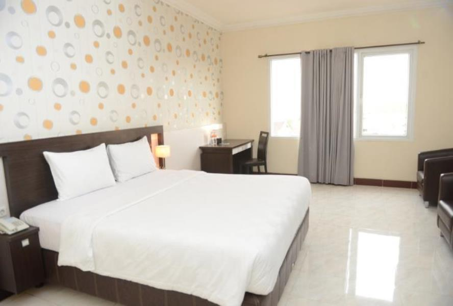 Deluxe Double Room At Jl. Diponegoro