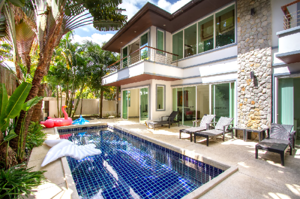 Walk 700m to beach Comfortable  two-story villa Phuket