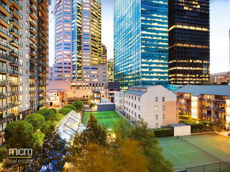 Classy Inner City Melbourne Apartment